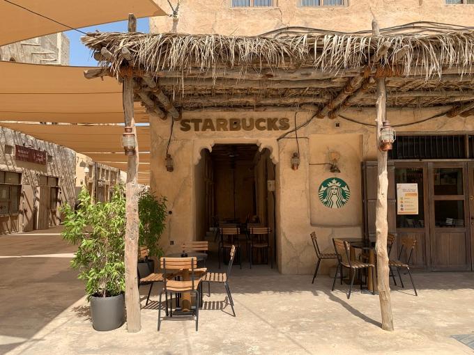 Tiệm Starbucks kiểu 'vách đá mái lá' ở Dubai