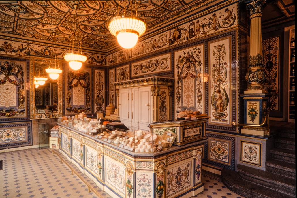 Tiệm bình dân xa hoa như cung điện