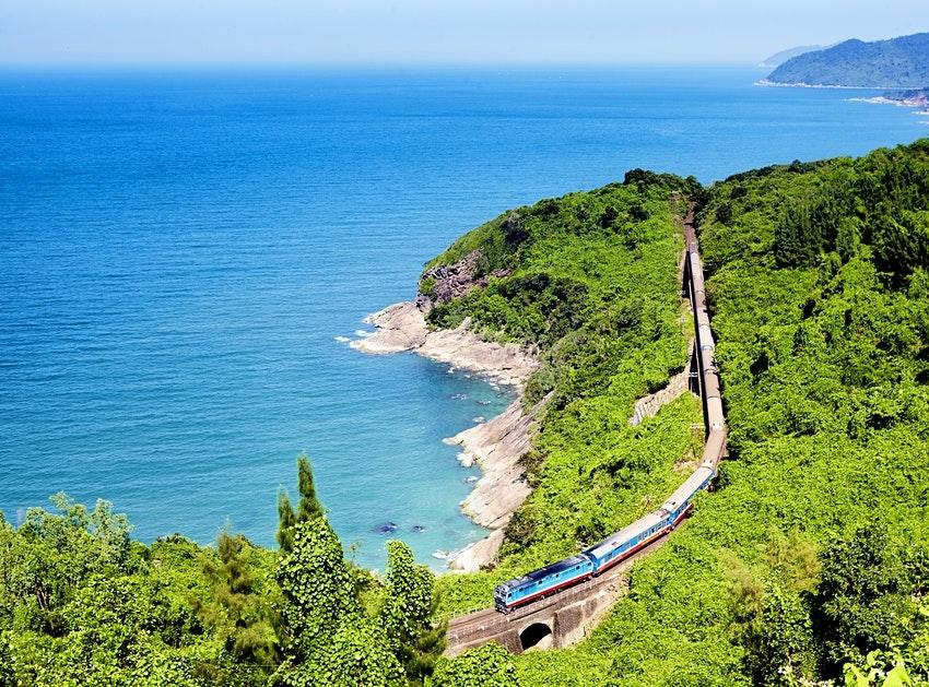 Tàu xuyên Việt vào top tuyến tàu hỏa đẹp nhất thế giới