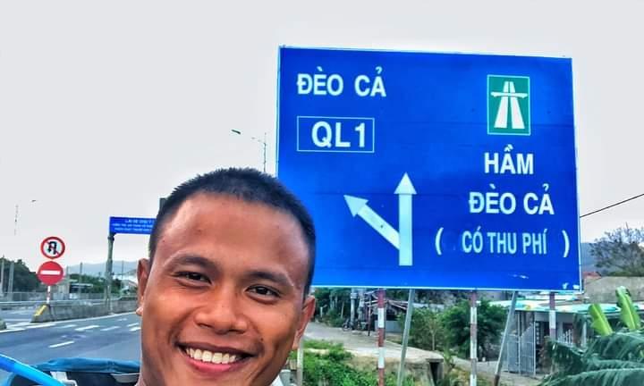 Chàng trai đi bộ xuyên Việt với 0 đồng