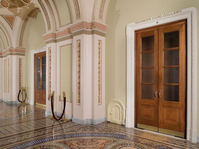 Bí ẩn sau những cánh cửa tí hon trong Điện Capitol