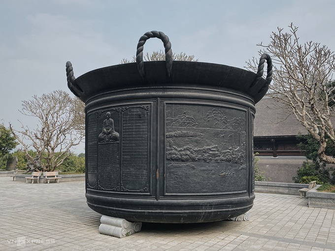 Bản sao quốc bảo nhà Trần ở chùa Tam Chúc