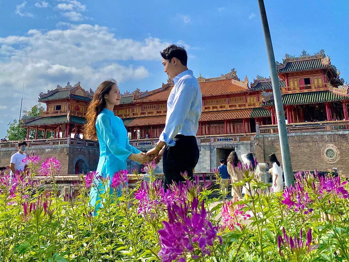 Cô gái dẫn bạn trai Hàn khám phá Việt Nam