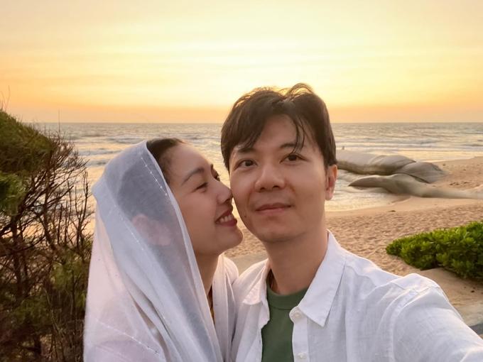 Thúy Vân và chồng doanh nhân thuê villa 5 phòng ngủ du xuân