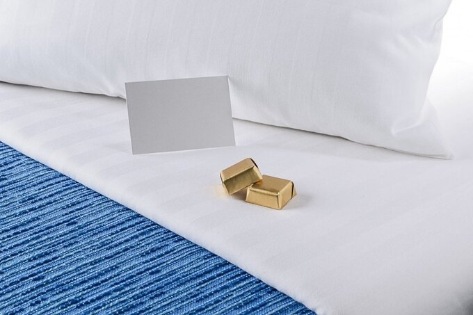 Ý nghĩa việc khách sạn để chocolate lên gối khi dọn phòng