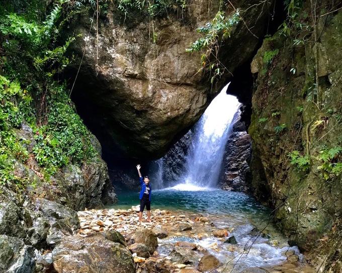 Con suối 'mái vòm' ở huyện miền núi Quảng Ngãi