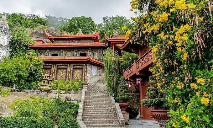 Ngôi chùa miền Tây gắn với chuyện kể về cặp rắn khổng lồ