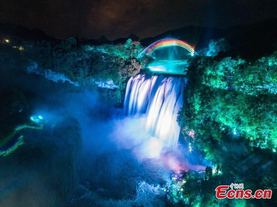 Cầu vồng ảo ở thác nước lớn nhất Trung Quốc