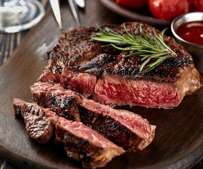 Vì sao lá hương thảo thường ăn kèm steak kiểu Âu