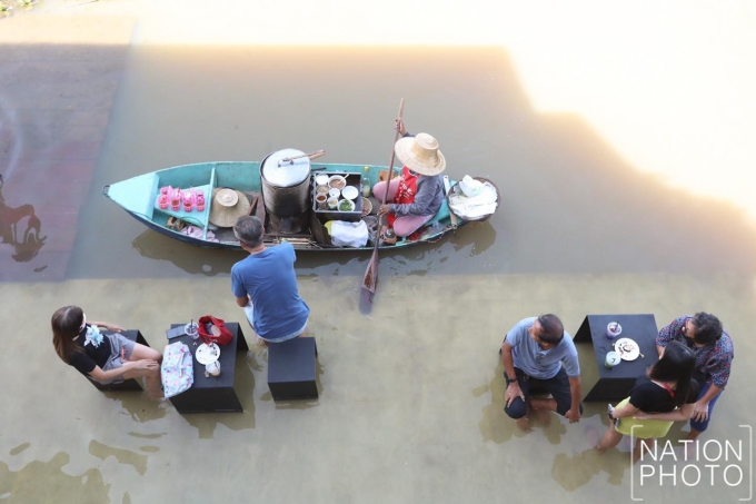 Khách sạn ở Thái Lan nổi tiếng nhờ phục vụ trong nước lũ